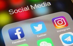 آیا به فیسبوک و اینستاگرام حمله سایبری شد؟نمایشگر جیبی